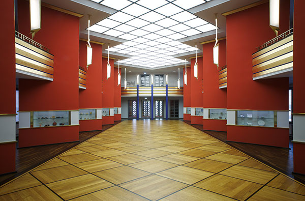 The magnificent Art Deco column hall in the Grassi Museum, Photo: Christoph Sandig