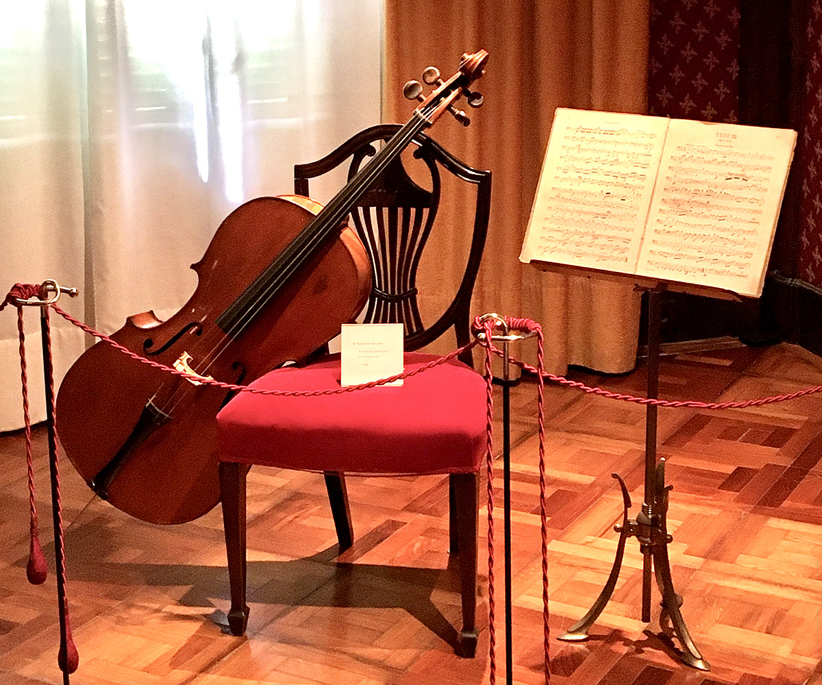 Cello and compositions, Museum Pau Casals