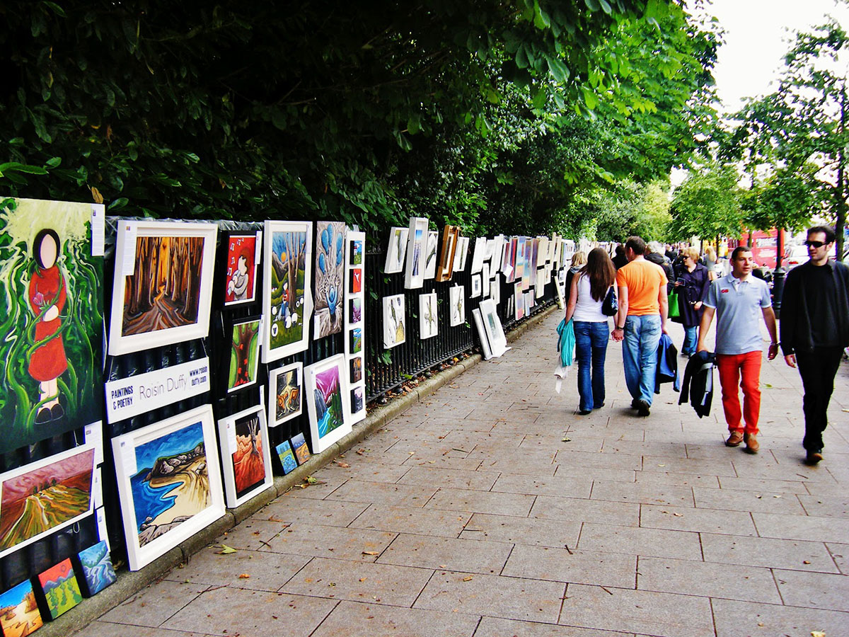 Sunday morning art sales at Merrion Square