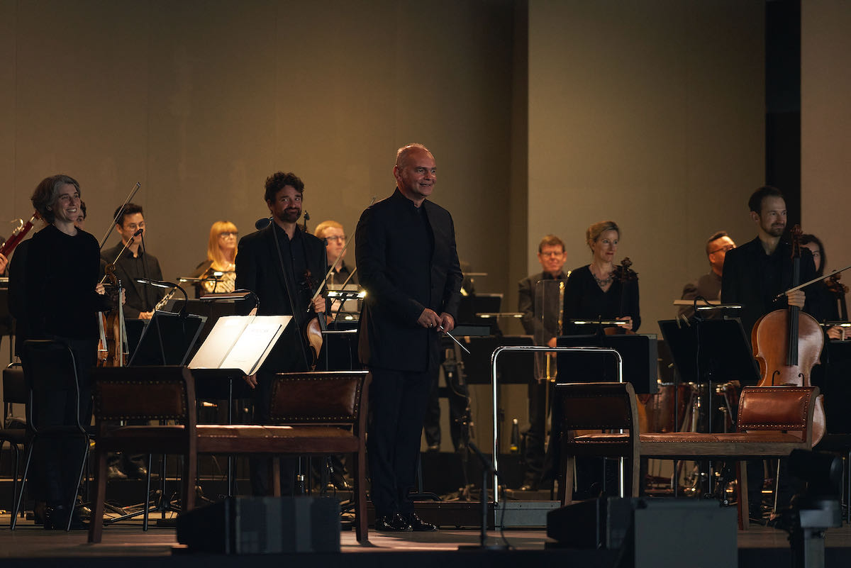 Lothar Koenigs conducts Ariadne auf Naxos performed at Edinburgh Academy venue.- image © Matt Beech